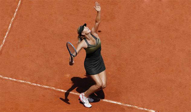 """<b>Maria Sharapova.</b> También conocida como 'Las piernas más largas de la WTA', a la espectacular rusa se le resiste el torneo parisino. """"En tierra me siento como una vaca sobre hielo"""", dice con garbo de 1,88. Una imagen muy lejana de la realidad. (Nike)"""