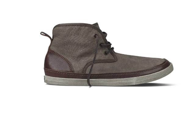En piel, lona y ante, esta zapatilla <b>Converse</b> de la colección creada por el diseñador <b>John Varvatos</b>, quizá sea la perfecta para ir a trabajar.