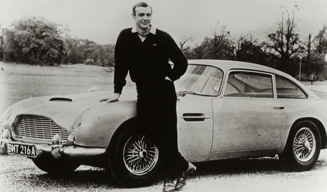 Sean Connery con su Aston Martin DB5