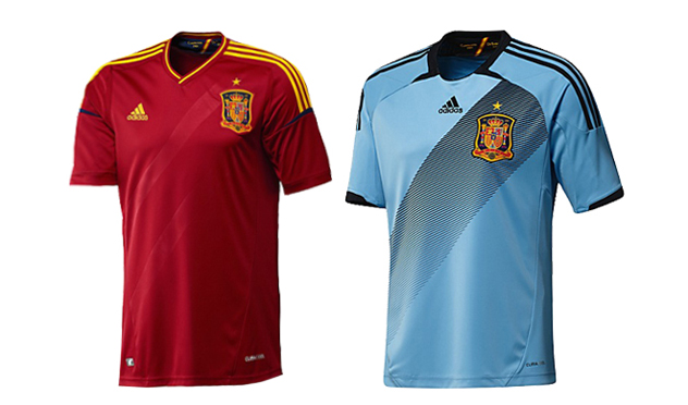 """<strong>España</strong> (Adidas). """"Nuestro fuerte no son los uniformes deportivos. No me quedo con ninguna de las dos. Para """"jugar y tirar""""."""