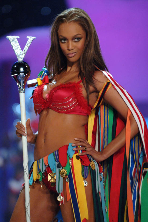 Victorias-secret-2005-tyra-banks-01