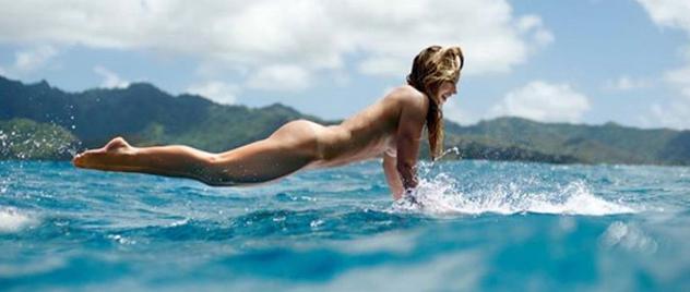 El surf al desnudo de Coco Ho